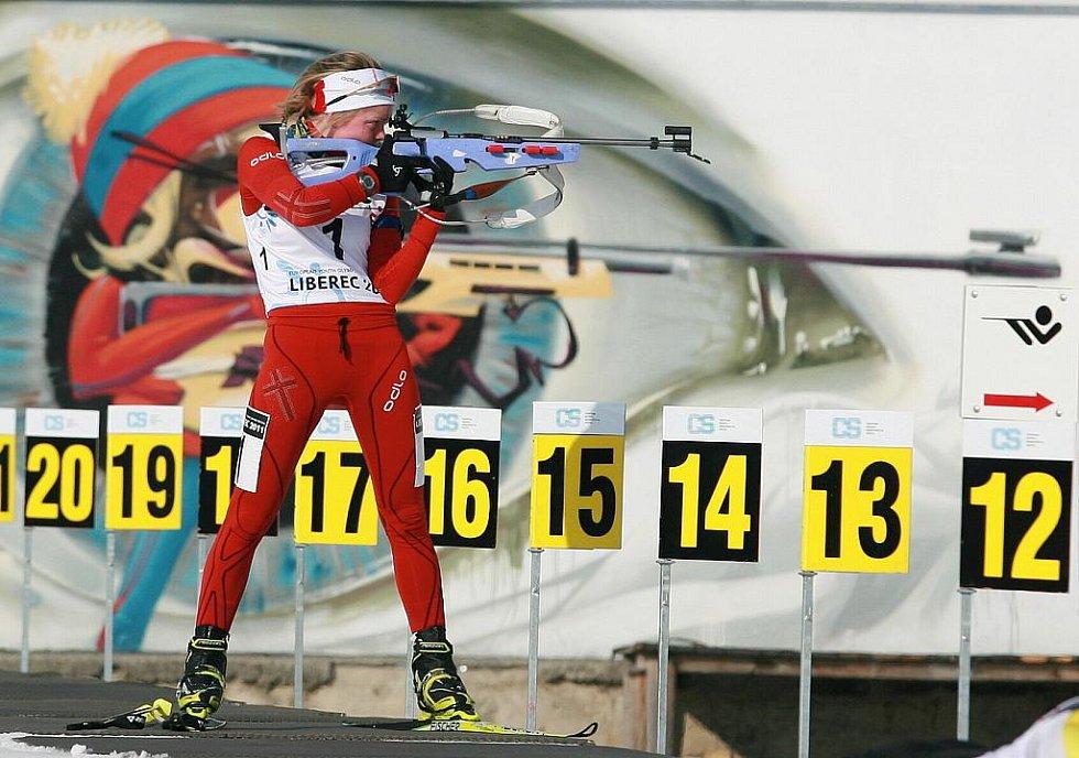 EYOWF 2011. Hilde Fenneová (1) skončila na 9. místě. Biatlon - dívky individuálně 10 kilometrů se jel v úterý v jabloneckých Břízkách.
