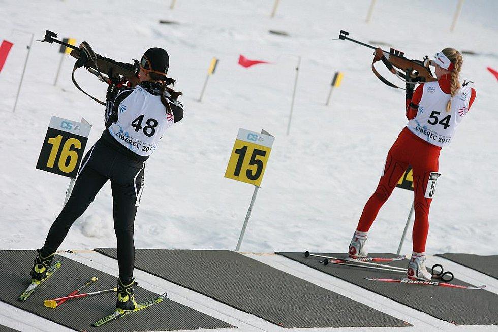 EYOWF 2011. 48 – Betina Blageova (BUL), 54 – Rikke H. Andersen (NOR). Biatlon - dívky individuálně 10 kilometrů se jel v úterý v jabloneckých Břízkách.