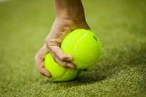Karel Macas se upsal tenisu. Ilustrační snímek