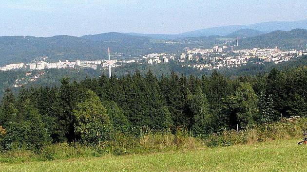 V sobotu 19. září slavnostně otevřeli rozhlednu Císařský kámen nedaleko obce Milíře v Libereckém kraji. Opravdu velkou návštěvu lidí zřejmě přilákala přítomnost císaře Josefa II. Na louce pod rozhlednou konala se lidová veselice.
