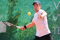 Mezinárodní tenisový turnaj Futures v Jablonci. Loňský vítěz turnaje Futures v Jablonci Rakušan Mark Rath postoupil do 2. kola po dramatickém zápase.