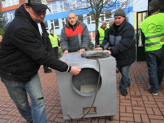 Jeden z přístrojů používaný k odstranění azbestu z konstrukcí