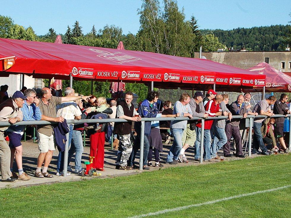 Ve 25. kole krajského fotbalového přeboru porazily domácí Semily 1:0 Železný Brod. Fanoušci domácího týmu.