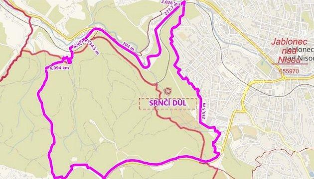 Hranice honitby Rádlo vyznačeny fialovou barvou.