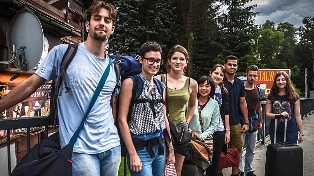 Osm mladých cestovatelů