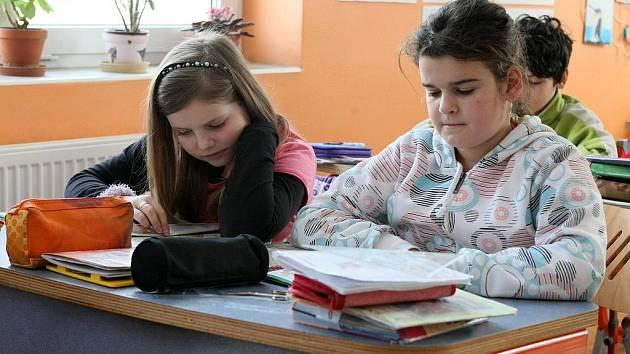 Lučanská škola se už dlouho potýká s nedostatkem žáků, do normativu jich chybí dokonce několik desítek.