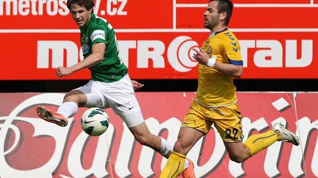 Fotbalista Jablonce Vojtěch Kubista (vlevo) si odbyl svou prvoligovou premiéru v kariéře.