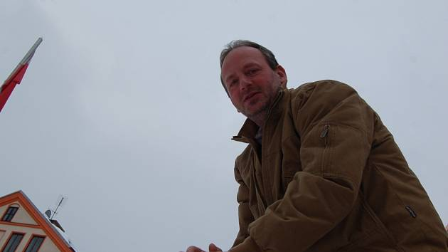 Pavel Bažant se zasněžováním baví už čtrnáct let. Přestože více sedí v kanceláři, sněhové koule dělat nezapomněl.