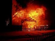 Sbor dobrovolných hasičů Lučany nad Nisou. Požár zahradní chatky.