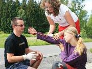 Během pátečního (10. června) dopoledne připravil Český červený kříž ve spolupráci s Policií ČR preventivní akci pro řidiče ve Smržovce, jak zvládají poskytování první pomoci.