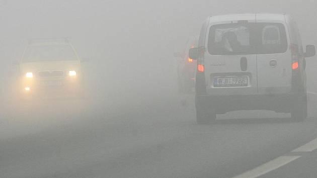 Mlha na výpadovce z Jablonce na Prahu.