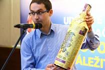 Jan Vokurka, majitel firmy Kitl, představuje další z výrobků