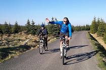 Cyklisté na trasách Jizerských hor