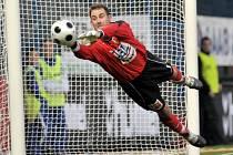 Fotbalové utkání FK Baumit, gólman Michal Špit. Ilustrační snímek.