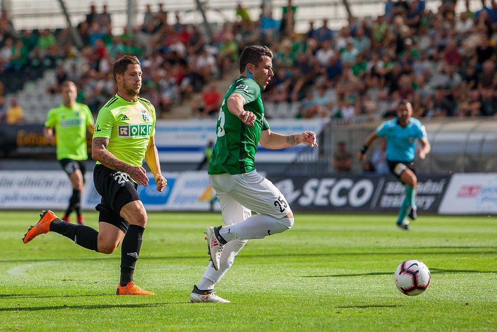 Zápas 4. kola první fotbalové ligy mezi týmy FK Jablonec a MFK Karviná se odehrál 11. srpna na stadionu Střelnice v Jablonci nad Nisou. Na snímku zleva Luboš Tusjak a Vladimir Jovović.
