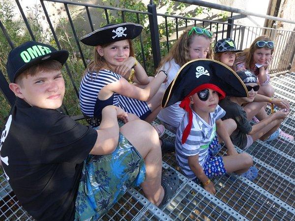 Na pirátské výpravě plní děti ikolektivně úkoly.