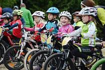 Malými cyklisty se hemžil o víkendu areál v Břízkách. V seriálu závodů Bikeclinic Cup 2015 se v Jablonci konal už pátý díl.