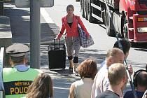 Štáb ČT se na jeden den natáčení přesunul z Lázní Kundratice a Ostašova na Liberecku na jabloneckou Riegrovu ulici, kde natáčel o čtvrtečním odpoledni. Lidé se v parném dnu otáčeli nejen za kameramany, ale Annou Polívkovou a Miroslavem Táborským.