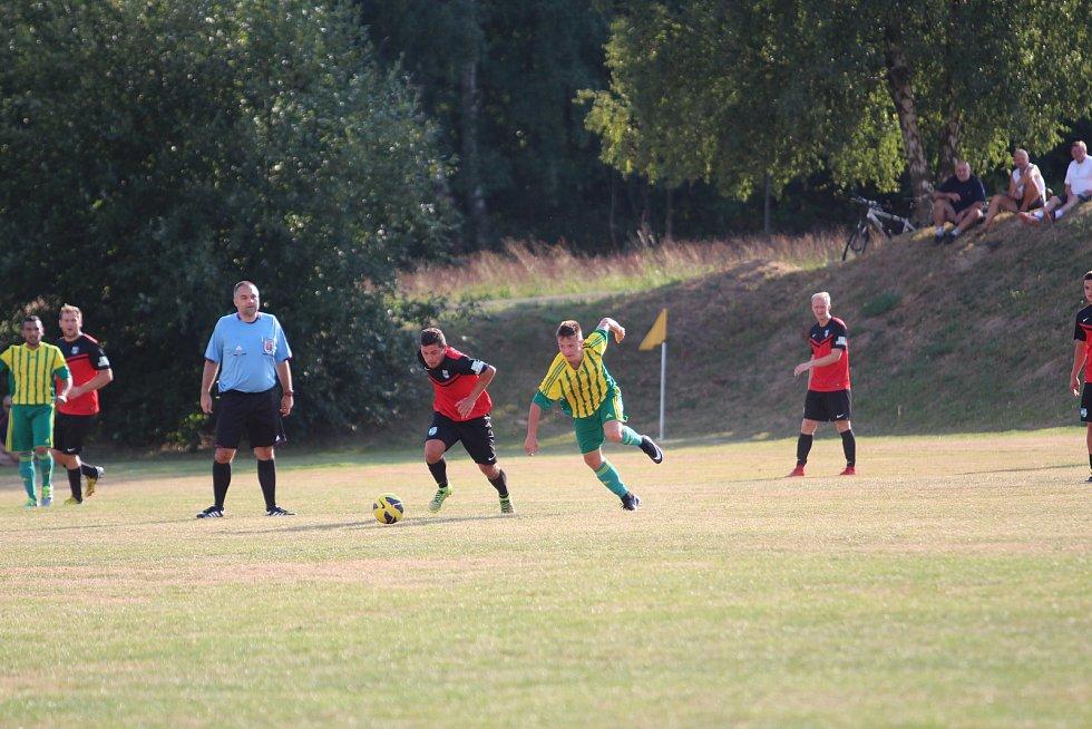 Dva nováčci I. A třídy: FC Pěnčín  - TJ Sokol Jenišovice 1:6 (1:1). Pěnčín - žlutozelené dresy.