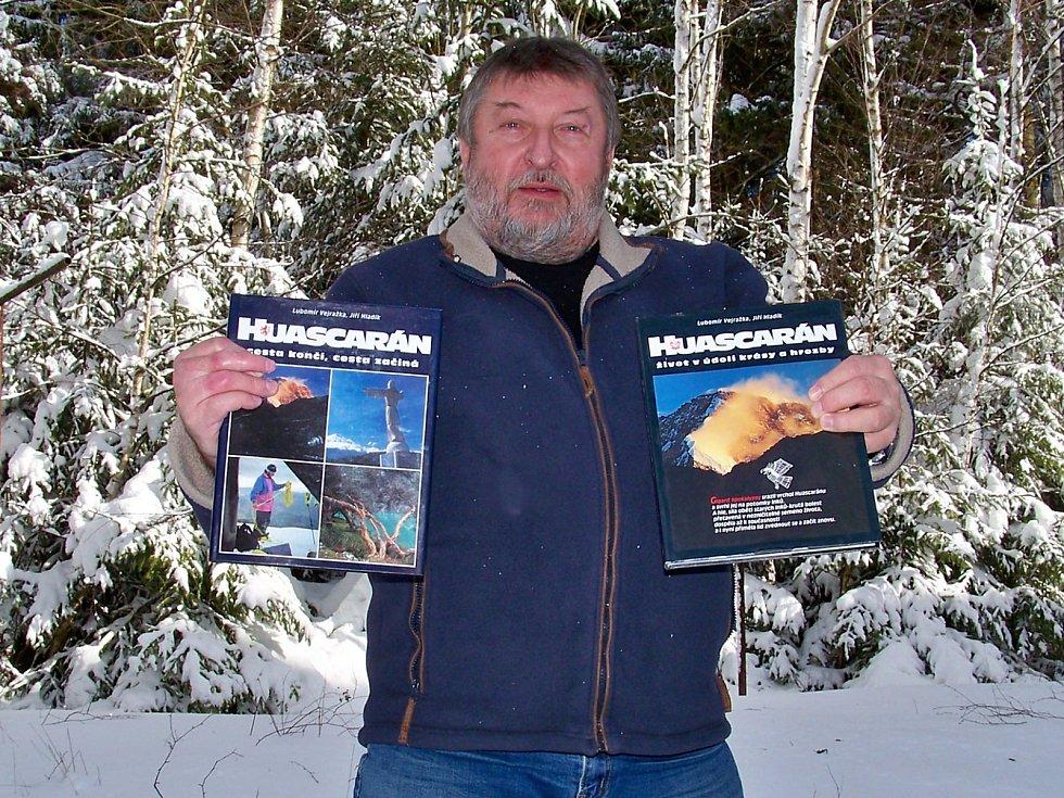 Jiří Hladík – fotograf, horolezec, cestovatel, vedoucí Evropského výtvarného centra pro postižené děti Sněženka ve Smržovce, spoluautor několika knih.