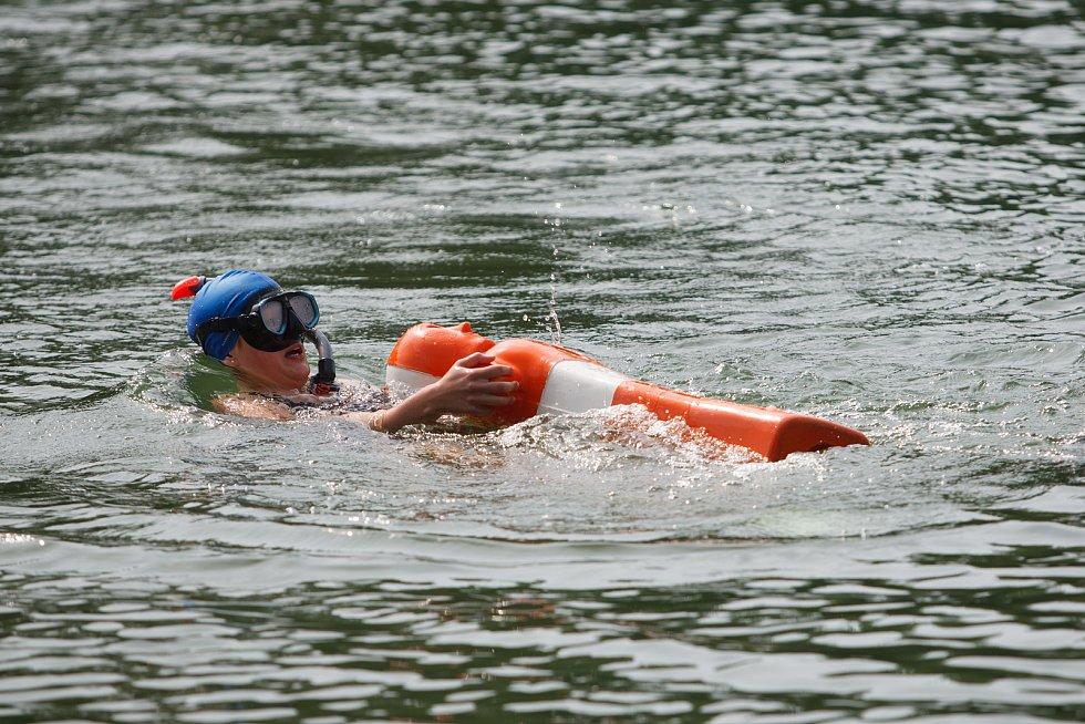 Na jablonecké přehradě Mšeno se v sobotu konal 11. ročník Modelového závodu jednotlivců ve vodní záchraně, zvaný Tvrdošíjní.