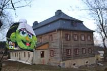 LÉKAŘ JAN JOSEF ANTONÍN ELEAZAR KITTEL, přezdívaný také jizerskohorský Faust, prožil celý život na Krásné. Zůstal tady po něm dům nazývaný Burk, který pozvolna prochází rekonstrukcí. Hlavní dění pouti sv. Josefa se koná v muzeu, před kostelem a farou.