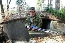 Šmajdání po opevněních Jizerských hor. Na snímku Jiří Dušek.