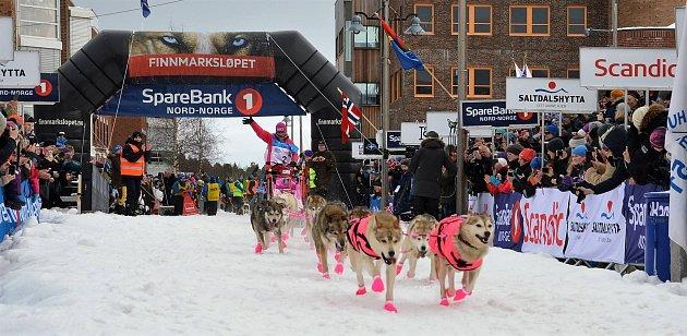 Jana Henychová ostoupila ze závodu v půlce. Důvodem bylo ohrožené zdraví psů a teplé počasí.