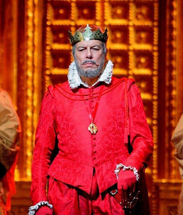 Přímý přenos Verdiho opery Don Carlos z Metropolitní opery v New Yorku.