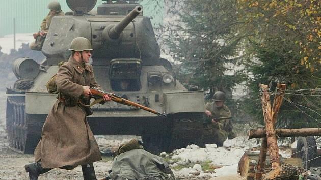 V Muzeu vojenské obrněné techniky na Smržovce se v sobotu v rámci 65. výročí ukončení bojů v karpatsko–dukelské operaci uskutečnila bitva mezi německou armádou a sovětskými vojsky.