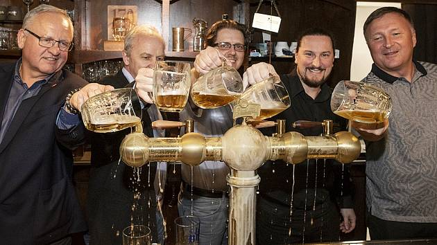 Křest nové pípy a hlavně tankovny Prazdroje v jablonecké pivnici Klubu ex