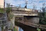Most přes náhon Jizery.