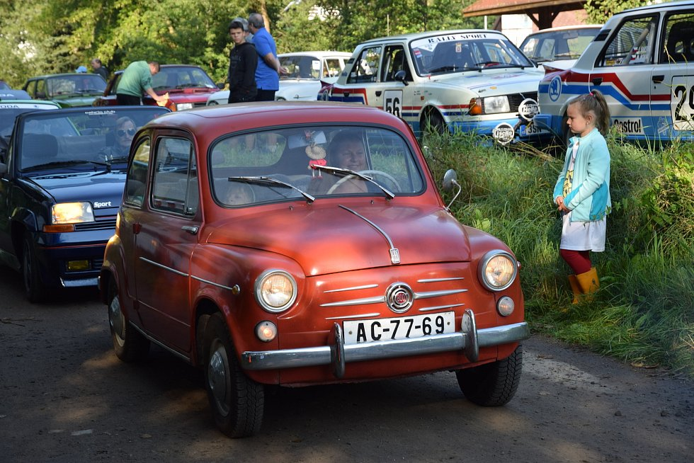 Na hasičské hřiště a jeho okolí na okraji obce Malá Skála se sjely v sobotu 4. září automobily Škoda MB. Již poosmé