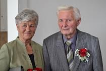 Vstup do manželství před 55 lety si v obřadní síni jablonecké radnice slavnostně připomněli manželé Jaroslava a Josef Slukovi.