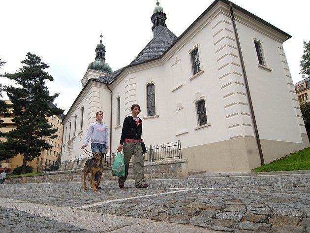 Nákladnou rekonstrukcí za pomoci prostředků z Evropské unie se podařilo v Jablonci zrekonstruovat nejstarší památku - kostel sv. Anny. Přesto je v něm stále vlhko.