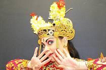 V rámci 10. ročníku veletrhu cestovního ruchu Euroregion Tour 2010 vystoupila v doprovodném programu s indonéským tancem Condong Karolína Šlesingrová z taneční skupiny Cakrawala.