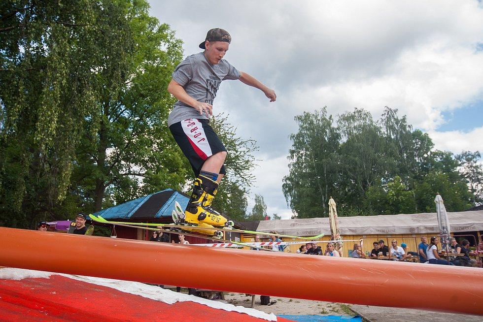 Další ročník oblíbené freestylové akce Jablonec Summer Jib proběhl 20. srpna v areálu Slunečních lázní v Jablonci nad Nisou. Závodníci na lyžích a snowboardu předvedli triky na překážkách na dovezeném sněhu.