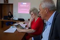 Jablonec se připojil k projektu Bezbariérová komunikace pro neslyšící a má nyní k dispozici dva tablety pro lepší komunikaci s neslyšícími klienty.