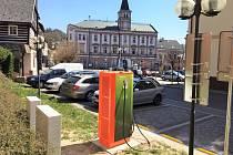 V Libereckém kraji je v současné době sedm dobíjecích stanic Skupiny ČEZ. Zatím poslední v Železném Brodu byla zprovozněna v dubnu.