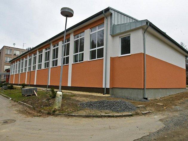 Minulý rok zrekonstruovali v ZŠ Dená tělocvičnu.