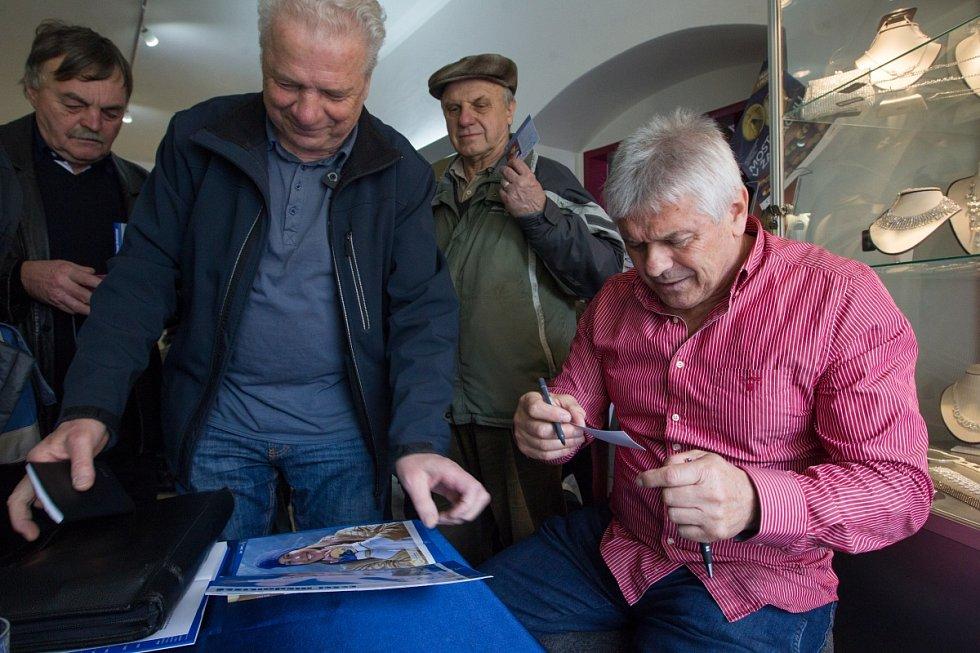 Olympijská vítězka Martina Sáblíková zavítala do Jablonce nad Nisou. Na snímku je trenér Martiny Petr Novák (vpravo).