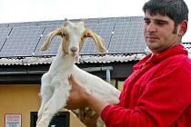 Vyhlášená kozí farma v Pěnčíně u Jablonce. Zájemci si zde mohou zakoupit výrobky vyrobené a označené podle směrnic EU jako Biovýrobky.