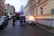 Požár osobního auta v Jablonci nad Nisou.