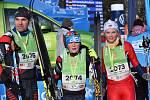 Rodina Poluhova z Benátek nad Jizerou dojela do cíle desetikilometrové tratě v pohodě.  A už se těšila na biatlonový závod, který Oskara a Veroniku čekal v neděli.