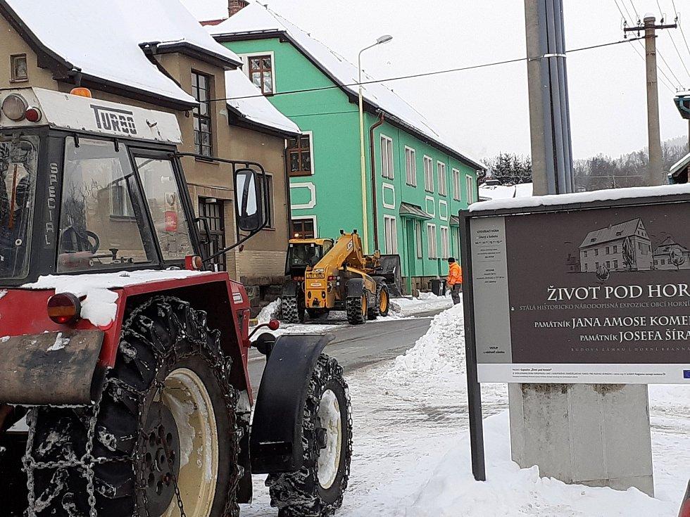 Horní Branná, obec, za jejímiž posledními domy leží okres Trutnov. Ten o půlnoci ze čtvrtka 11. února na pátek 12. února rozhodnutím vlády vstoupí do izolace.