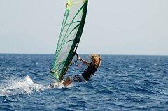 Ester Ledecká miluje také vodní sporty, ovšem prkno při nich hraje nezastupitelnou roli. Nejen surf, ale i vodní monoski.
