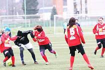 Dorostenky FK Baumit Jablonec v souboji se staršími žáky FK Jiskra Mšeno
