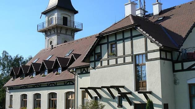 Rozhledna a hotel Petřín v Jablonci nad Nisou.