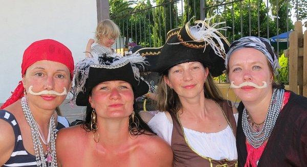 Naše vedoucí: (zprava) Kateřina Havlová, Dana Brozdová, Martina Šípková a Lenka Klimentová.