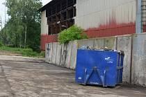 V hale se skrývají nebezpečné odpady
